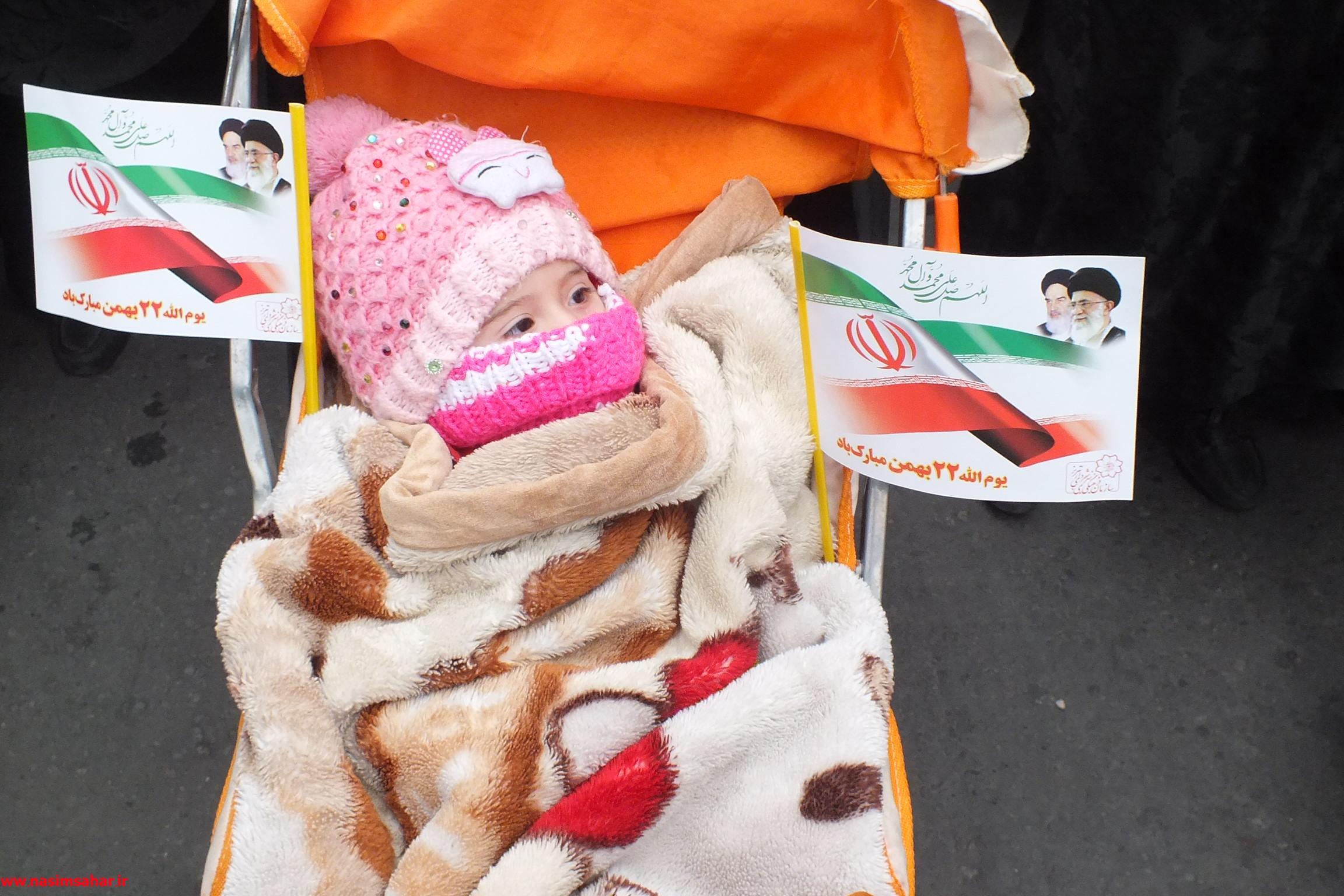 دو عکس دیده نشده از راهپیمایی 22 بهمن